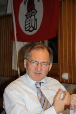 Schlug den Bogen zwischen Kommunal- und Landespolitik - MdL Peter Hofelich. FOTO: Jusos