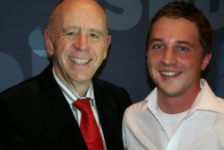Sascha Binder zusammen mit Walter Riester nach seiner Nominierung zum SPD-Kandidaten. FOTO: Chris Pollak
